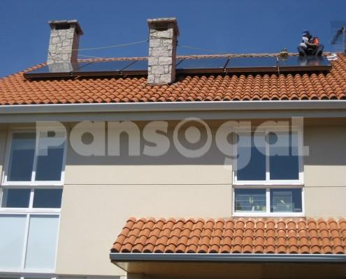 Paneles solares viviendas unifamiliares Choupana (Oleiros, A Coruña)