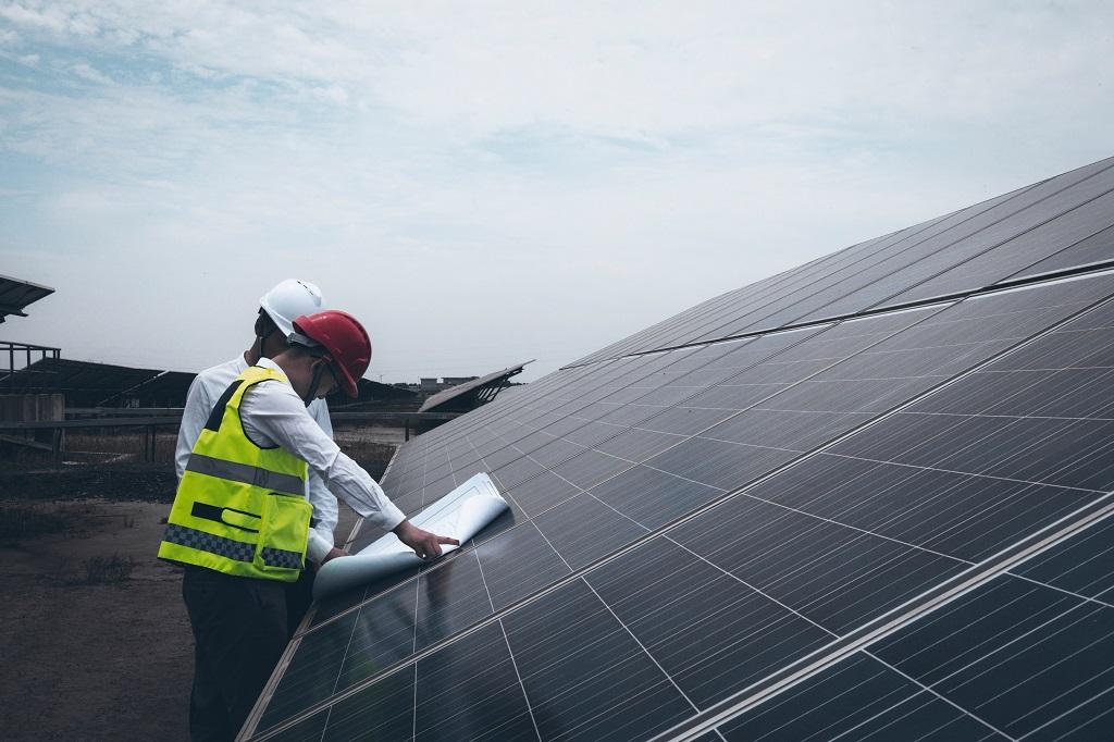 Mantenimiento de paneles solares industriales en Galicia