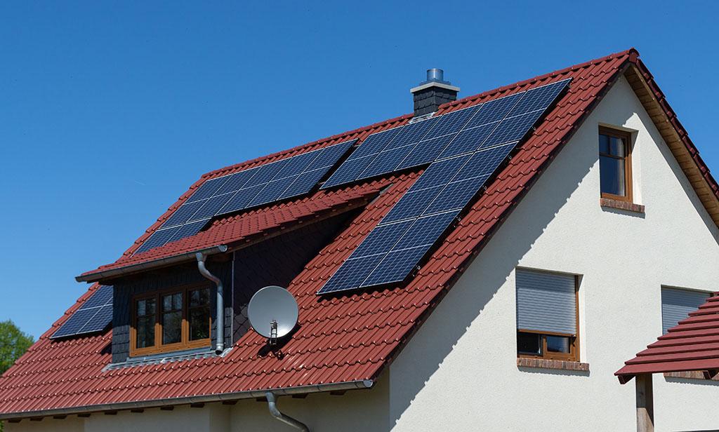Pasos para instalar paneles y placas solares en una casa